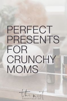 Want to know the perfect present for the natural, hippie, crunchy mom in your life? Click through for your ultimate gift guide #thenestessentials #EssentialOils #naturallife #crunchymoms