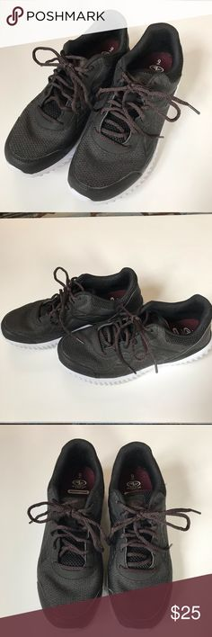 5e0819c9c Athletic Works Men s Size 9 Memory Foam Sneakers Excellent condition Worn  in a gym a cpl