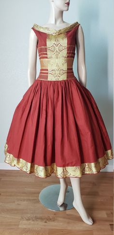 EXOTIC Goddess Cotton Organdy and Damask New Look Dress / Dress / Dress / Sculptural Neckline / Small 1950s Party Dresses, Vintage Summer Dresses, 1940s Dresses, Vintage Outfits, New Look Dresses, Dressy Dresses, Casual Dresses For Women, 1950s Fashion, Vintage Fashion