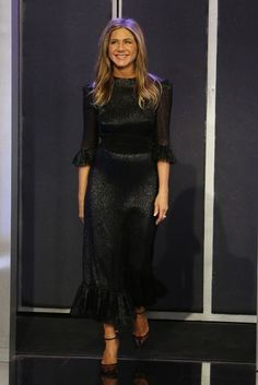 Jennifer Aniston wearing The Vampire's Wife Dress Jennifer Aniston Pictures, Jennifer Aniston Style, Chic Outfits, Fashion Outfits, Glitter Dress, Celebrity Look, Hollywood Actresses, Star Fashion, Bollywood