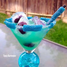 Blue Dream Cocktail - For more delicious recipes and drinks, visit us here: www.tipsybartender.com