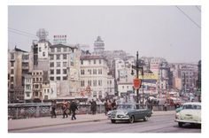 Indiana Üniversitesi, Charles W. Cushman fotoğraf koleksiyonundan eski İstanbul fotoğrafları çıktı. Günümüze kıyasla daha tenha görülen İstanbul'un bu fotoğrafları 1965 yılında çekilmiş.  http://www.amerikaliturk.com  http://www.facebook.com/amerikaliturkler