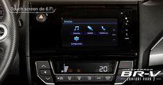 """La #InesperadaBRV cuenta con sistema Display Audio de 6.1"""" con interfaz touch-screen* y 6 bocinas*, para reproducir tus canciones favoritas y lograr que cada momento al lado de tus seres queridos se vuelva especial. Además con la interfaz HandsFreeLink(1) con tecnología Bluetooth®(2) siempre estás conectado."""