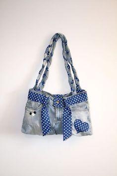 """sac à main en jean clair """"fonds de pantalon"""" : Autres sacs par ideasac - Denim Tote Bags, Denim Handbags, Denim Purse, Purses And Handbags, Bow Purse, Bow Bag, Denim Skirt, Blue Jean Purses, Diy Handbag"""