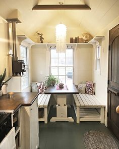 """202 Likes, 18 Comments - Catherine Kung (@catherinejoneskung) on Instagram: """"You guys... At only 100 sq ft., my sisters tiny house is cooler than you are. I'm just crazy over…"""""""