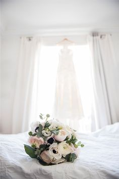 Lace wedding dress Isabelle by Alesandra Paris #robedemariee #dentelle #rwedding Photo credit: Next Door Stories