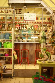 Mercadito con cafetería en un lugar de Holanda :)