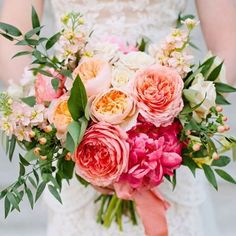 Oh my goodness!! Everything about this I love!! Colour, structure, texture! ❤️  #wedding #flowers #coral #peach #pink #sunset #peonies #roses #davidaustin #juliet #stock #hypericum #berry #love #happilymarried #florist #bigday #ido #soft #blush   Photo via #pinterest