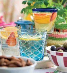 Til lune sommeraftener i haven eller som velkomst mens grillen bliver klar. Server med mandler og oliven.