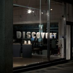 Metropolitan Works – Discovery: the hanging window signage was rapid prototyped and captions were laser etched onto the oak topped plinths. CAD development – Chris Cornish Photography – Pelle Crépin 2009