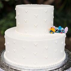 Stitch has crashed this Wedding Cake Wednesday!