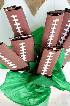 I thought I'd do a quick post and share the Football Candy Bar Bouquet I whipped together for Sunday.