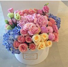 beautiful spring colors bouquet by Maison des Fleurs