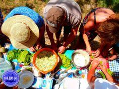 Outdoor koken in Griekenland Greek Cookbook, Greek Cooking, Greek Dishes, Crete, Photo Book, New Recipes, Workshop, Island, Healthy