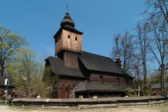 Rožnov, k. sv. Anny, postaven v r. 1942 dle plánů barok. kostela ve Větřkovicích, kt. v r. 1887 vyhořel.