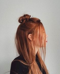 We love the #redhair of @reingeschluepft ❤️❤️ Beautiful haircolor inspiration‼️ #haircolorist #beautifulhair #halfbun #hairinspo #regram