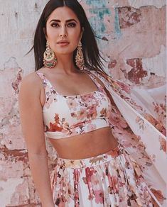 Bollywood Fashion 629870697872252696 - Katrina Kaif Looks Like A Dream As She Dolls Up In A Floral Lehenga For The Sooryavanshi's Promotion – HungryBoo Source by Indian Celebrities, Bollywood Celebrities, Bollywood Fashion, Bollywood Actress, Bollywood Saree, Indian Bollywood, Katrina Kaif Hot Pics, Katrina Kaif Photo, Indian Designer Outfits