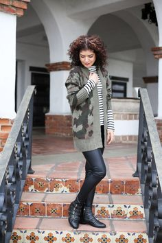 Easily style cardigan sweater outfits for both the office and days off with these tips. Styling a camo print cardigan and leopard print cardigan. Winter Cardigan Outfit, Camo Cardigan, Sweater Dress Outfit, Camo Dress, Chunky Cardigan, Cardigan Outfits, Preppy Fashion, Preppy Style, Work Fashion