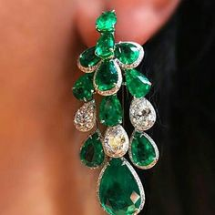 Love this emeralds and diamonds earrings.
