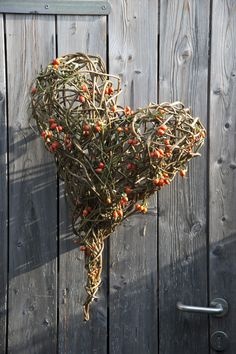 Lernen, selber machen Funeral Floral Arrangements, Flower Arrangements, Willow Weaving, Basket Weaving, Seasonal Decor, Fall Decor, Holiday Decor, Fall Crafts, Diy And Crafts