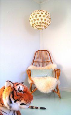 Barnlampa Tigrar 50 cm REA via Retro lampskärmar, unika barnlampor, stora taklampor