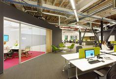 Để giảm thiểu, tiết kiệm chi phí thì thiết kế nội thất văn phòng công ty giá rẻ nhưng vẫn đảm bảo các yêu tố như một thiết kế văn phòng chuyên nghiệp thì các doanh nghiệp nên ưu tiên phong cách văn phòng đơn giản.