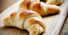 Recette de Croissant brioché diététique au yaourt 0%. Facile et rapide à réaliser, goûteuse et diététique. Ingrédients, préparation et recettes associées.