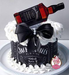Alcohol Birthday Cake, Birthday Cake For Father, Fathers Day Cake, Birthday Cakes For Men, Bolo Jack Daniels, Festa Jack Daniels, Jack Daniels Birthday, Happy Birthday Funny Cats, Happy Birthday To Him