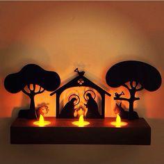 Nosso presepio com as velas acesas! Maravilhoso! Disponivel no http://www.coisasdadoris.com.br/loja/index.php/catalogsearch/result/?q=presepio