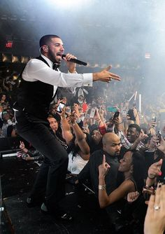 Drake performs at Marquee Nightclub on New Year's Eve - Dec 31, 2014 (Photo credit: Al Powers)