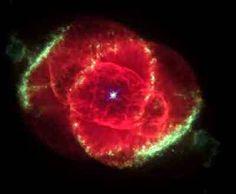 """Nebulosa olho de gato Três mil anos-luz de distância, uma estrela moribunda joga fora de conchas de gás brilhante.  Esta imagem do telescópio espacial Hubble revela """"nebulosa do olho de gato"""" para ser um dos """"nebulosas planetárias"""" mais complexas conhecidas. #ACPlanetas #CMistériosBlog"""