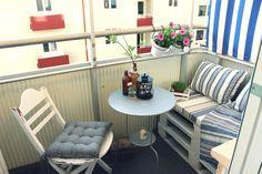balcony design f Tiny Balcony, Small Terrace, Small Outdoor Spaces, Small Balconies, Balcony Garden, Pallet Seating, Outdoor Seating, Outdoor Decor, Design Furniture
