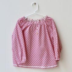 Blouse Ecole Maternelle Fille  /  Tablier Enfant Ecole Fille Manches longues Tissu Rose à coeurs (Taille 3 ans) de la boutique Coupdecoudre sur Etsy