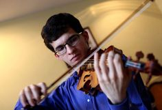 Alfredo Reyes Logounova; la historia del joven manos de violín
