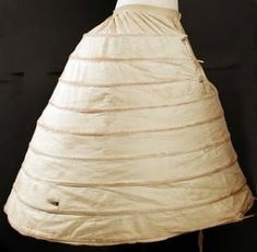 Crinoline- A hoop skirt or cage skirt that was worn under a woman's dress to provide support and a fuller look that was fashionable of the Victorian era. Victorian Women, Victorian Fashion, Vintage Fashion, Victorian Hair, Victorian Era, 1800s Fashion, 19th Century Fashion, Mode Costume, Art Costume