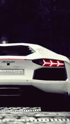 White Lamborghini Aventador - The iPhone Wallpapers
