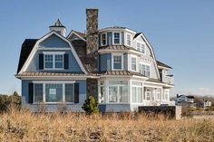 Dreamy seaside house in Maine with New England model structure New England Style Homes, New England Cottage, England Beaches, Beach House Plans, Cottage Exterior, Beach Cottage Decor, Beach Cottages, Beach Houses, Maine House