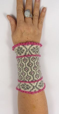 Knitting Patterns Mittens Arm warmers – Pulswärmer FANNY – February mist – a unique product by Strickkoenigin-Elke at DaWan … Crochet Arm Warmers, Diy Crochet And Knitting, Wrist Warmers, Hand Warmers, Fingerless Gloves Crochet Pattern, Fingerless Mitts, Knit Mittens, Knitted Gloves, Craft Patterns