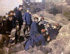 fotografía de la 1ª Guerra Mundial en color. Soldados franceses manejando una ametralladora. #Historia #1GM