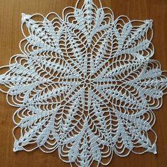 Crochet Diagram, Crochet Doilies, Projects To Try, Photo Wall, Rugs, Elsa, Ideas, Craftsman Clocks, Crochet Circles