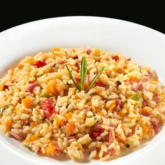 Arroz tres delicias con bacon: Una versión muy nuestra del típico arroz tres delicias, con ingredientes de nuestra tierra. #arroces #verduras #saludable