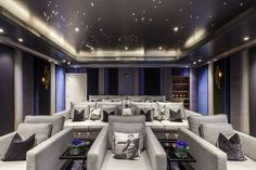 Media room with upholstered walls, London, Mille Couleurs London Media room with upholstered walls, London, Mille Couleurs London Home Theater Room Design, Movie Theater Rooms, Home Cinema Room, Home Theater Seating, Theater Room Decor, Theater Seats, Cinema Theatre, Dream Home Design, Home Interior Design