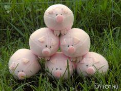 DIY Pig Plushie - FREE Sewing Pattern