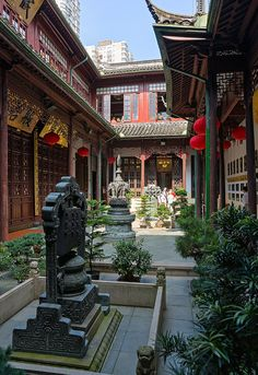 Courtyard | Jade Buddha Temple, Shanghai, China