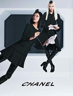 In recent years the fashion luxury goes to the conquest of China and Asia in general. Don't believe me, take a look at the evolution of the various campaigns, events and protagonists of signatures and the new Chanel Autumn-Winter 2013/2014 campaign. This new campaign is not the only one among the many that come out these days. A key change is the first in which Chanel gives the role of the image of your company to two Asian models.