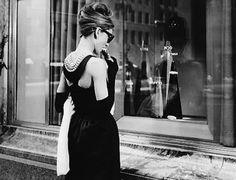 Audrey Hepburn<3 breakfast at tiffs