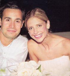 Freddie Prinze, Jr. And Sarah Michelle Gellar married in 2002