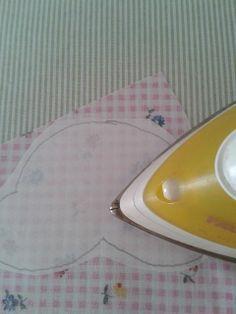 21 Ideas for como hacer aplicaciones patchwork Patchwork Tiles, Baby Patchwork Quilt, Patchwork Cushion, Crazy Patchwork, Patchwork Bags, Applique Quilts, Tutorial Patchwork, Applique Tutorial, Butterfly Quilt Pattern