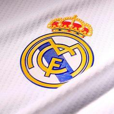 Compra la camiseta oficial del Real Madrid en futbolmania, o las equipaciones de jugador o portero de la temporada, como las que lucen los auténticos futbolistas del Madrid, que además puedes personalizar Tienda Real Madrid, Cavaliers Logo, Team Logo, Football, Logos, Sports, Soccer, World, Real Madrid Goalkeeper
