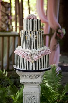 Black, white, and pink cake. Photography by Jennifer Klementti #party #ruffles
